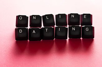Online-dating-dice-letter-wall
