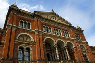 V&A Musum in London - one of our museum date ideas